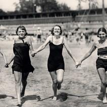 """Stolica z """"rozluźnionym gorsetem"""". Niesamowite zdjęcia Warszawy lat 20. [GALERIA]"""