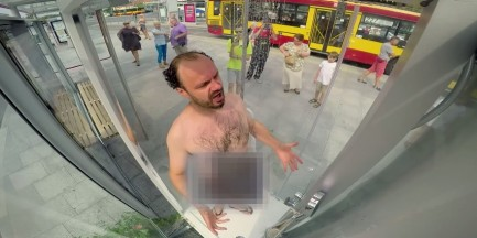 Kultura na Widoku. Jakubik bierze prysznic na pl. Bankowym! [WIDEO]