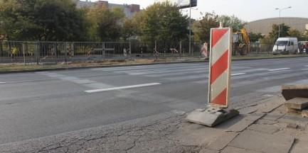 Prażanom zlikwidowano przystanki i popularne przejście dla pieszych