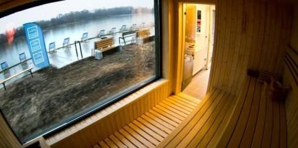 Trwa sezon zimowy nad Wisłą. Rozgrzej się w saunie z widokiem na rzekę! [GALERIA]