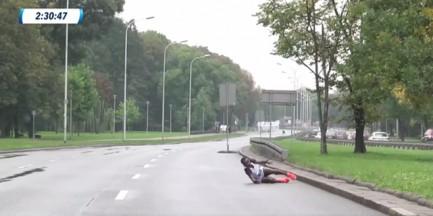 Tragedia biegaczki podczas Maratonu Warszawskiego. Upadła przed metą, trafiła do szpitala