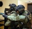 Jak zachować się podczas ataku terrorystycznego? Policja robi symulację w warszawskim hotelu (WIDEO)