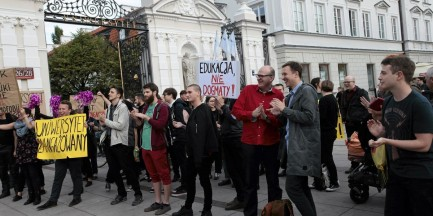 """Uniwersytet Warszawski. Protest przeciwko Ordo Iuris. """"Edukacja, nie dogmaty"""""""