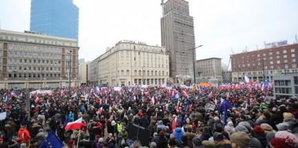 W sobotę kolejny marsz KOD-u. Wyruszy w samo południe