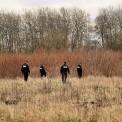 Przeszukiwanie miejsca, w którym znaleziono zwłoki tancerki. Fot. Policja