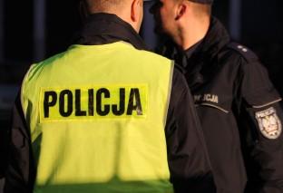Kobieta zaatakowała policjantów nożem. Padły strzały