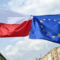 Na Żoliborzu masowo giną flagi Unii Europejskiej. Kto za tym stoi?