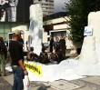 Oblali się ropą w centrum Warszawy!