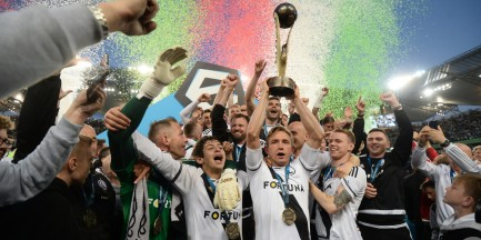 Legia Mistrzem Polski. Kibice świętują na ulicach Warszawy