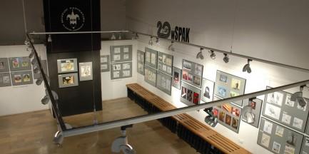 Jerzy Hoffman i bohaterki jego filmów. Muzeum Karykatury zaprasza na niecodzienną wystawę