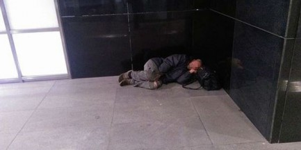 """Bezdomność po warszawsku. """"Zjawiska nie da się w pełni opanować"""""""