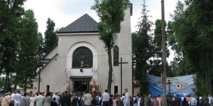 Ksiądz i parafianie ujęli i doprowadzili na posterunek włamywacza