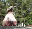 Pomazał sprayami pomnik pilotów, którzy nieśli pomoc Powstańcom!