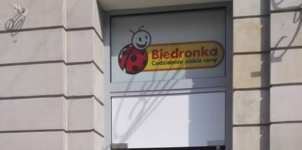 """Ponad sto dyskontów. """"Biedronkizacja"""" Warszawy"""