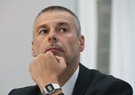 Były szef stołecznego Biura Gospodarki Nieruchomości Marcin Bajko podczas przesłuchania przez komisję ds. reprywatyzacji. Fot. PAP/Radek Pietruszka