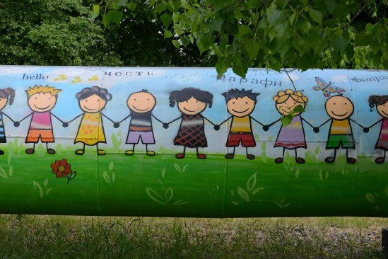 Integracyjny mural na Targówku tuż po kontrowersyjnej naprawie. Fot. Franciszek Mazur/Agencja gazeta