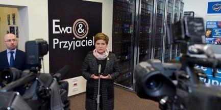 """Beata Szydło otworzyła w centrum Warszawy restaurację """"Ewa i Przyjaciele"""""""