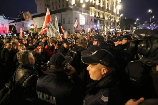 """Obchody tzw. """"miesięcznicy"""" smoleńskiej. Fot. Leszek Szymański/PAP"""
