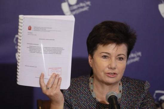 Prezydent przedstawiła dokumenty. Fot. PAP/Paweł Supernak