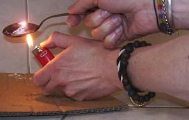 Na widok policjantów chciał wyrzucić heroinę!