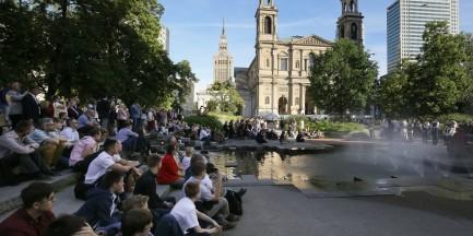 Teatr Żydowski będzie grał do końca sezonu na placu Grzybowskim. Wstęp wolny
