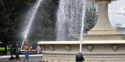 Pamiętaj, fontanna to nie basen!