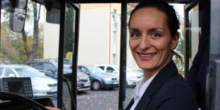 Już sto kobiet prowadzi miejskie autobusy