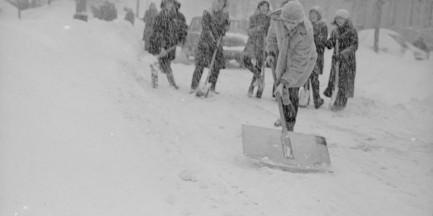 Warszawa zasypana śniegiem [ZDJĘCIA SPRZED LAT]