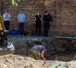 """Znaleziono szczątki sześciu osób. Czaszki przestrzelone """"metodą katyńską"""""""