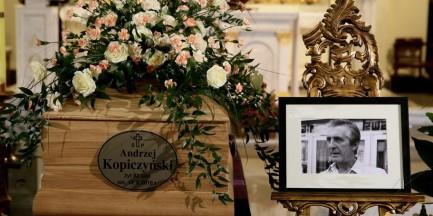 """Pogrzeb Andrzeja Kopiczyńskiego. """"Potrafił oddać paradoksy i absurdy egzystencji w Polsce Ludowej"""""""