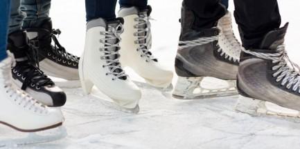 Na początku grudnia przed PKiN wróci odkryte lodowisko