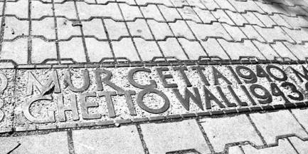 """""""Lament rzeczy martwych"""". Spacer śladami getta warszawskiego"""