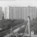Międzynarodowa 46/48. Na dole Trasa Łazienkowska w budowie nad Kanałkiem Gocławskim, 1973 r.