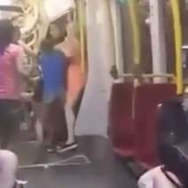 Złapano trzecią uczestniczkę bójki w tramwaju. Ukrywała się w szafce na buty